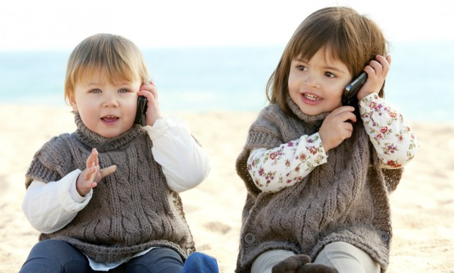 Cellulare ai figli: pro e contro
