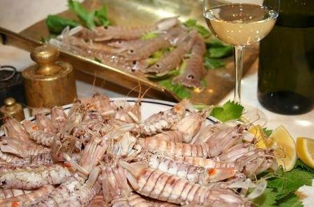 Ricetta Cannoncini Di Sogliola Con Code Di Cicala Di Mare E Conchiglie – Pesce