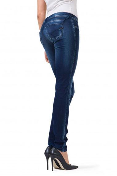 Jeans che sostengono le forme