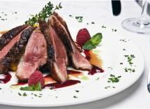 Ricetta Tagliata Di Manzo Al Ginepro E Salsa Di Vino Rosso – Carne