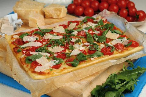 Ricetta Focaccia Col Formaggio, Rucola E Pomodori – Antipasto