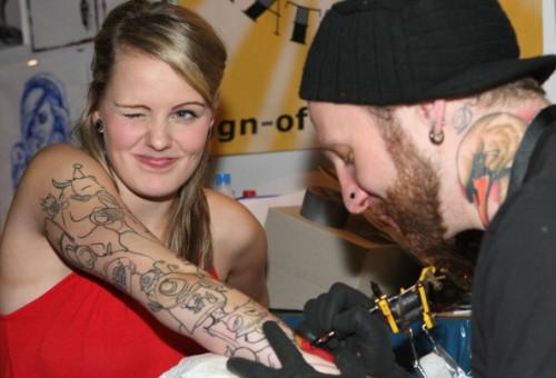 Mamma, voglio un tatuaggio: come reagire