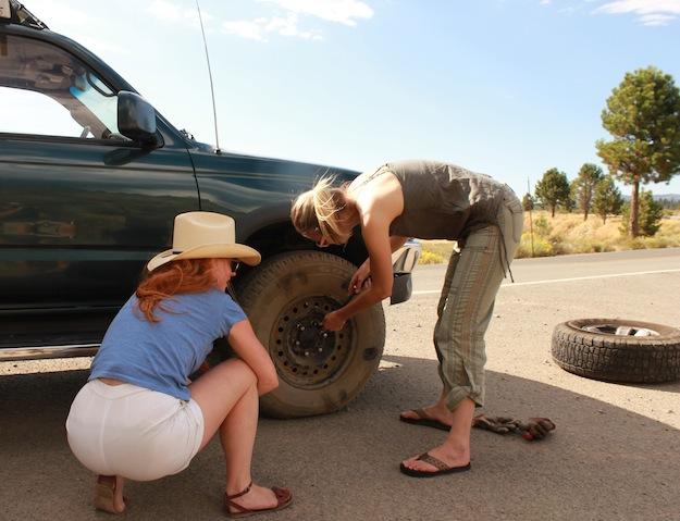 Come si cambia la ruota a una macchina?