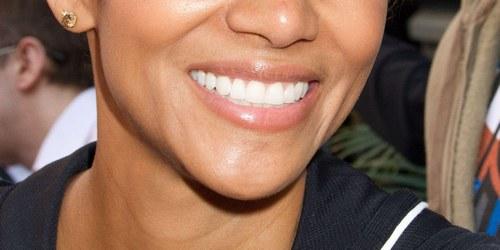 Denti bianchi stile hollywood donne magazine - Divi senza trucco ...