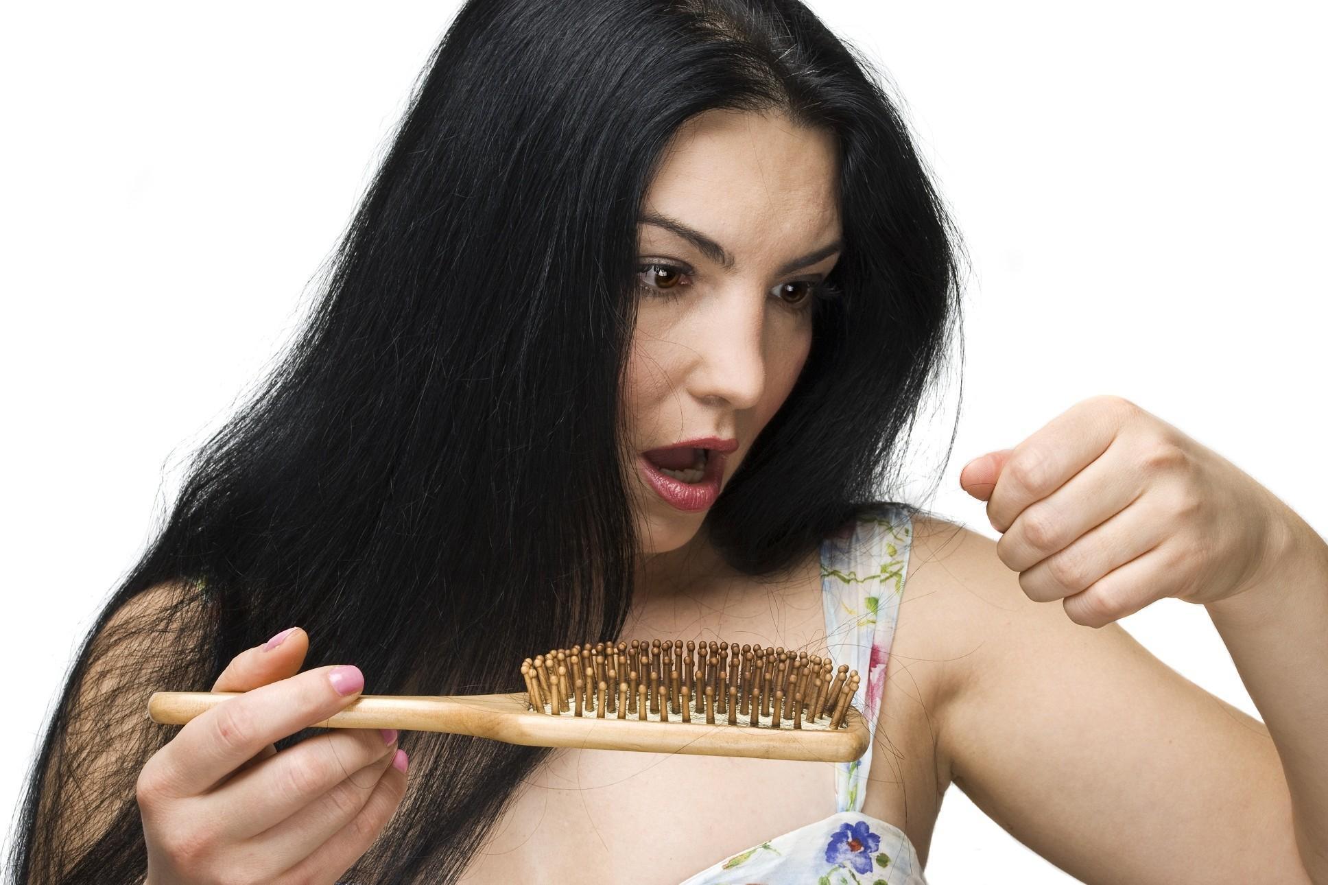 Perdita di capelli: cause e rimedi