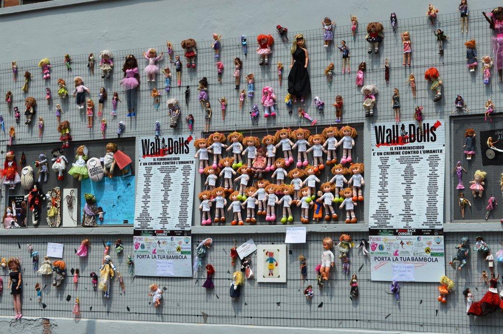 Wall of Dolls: contro la violenza sulle donne