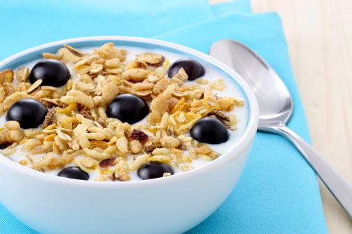 Latte con i cereali di crusca