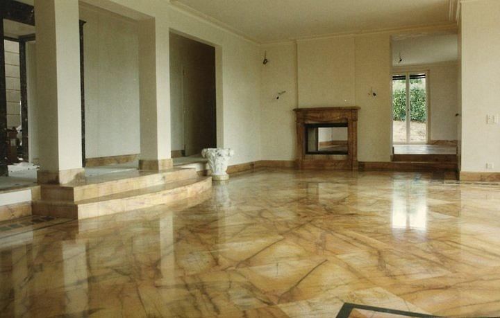 Soggiorno Pavimento Marmo : Come pulire un pavimento di marmo donne magazine