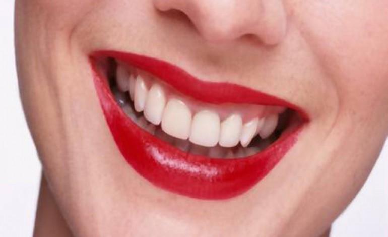 Pericolo sbiancamento denti con bicarbonato donne magazine for Classifica migliori dentifrici
