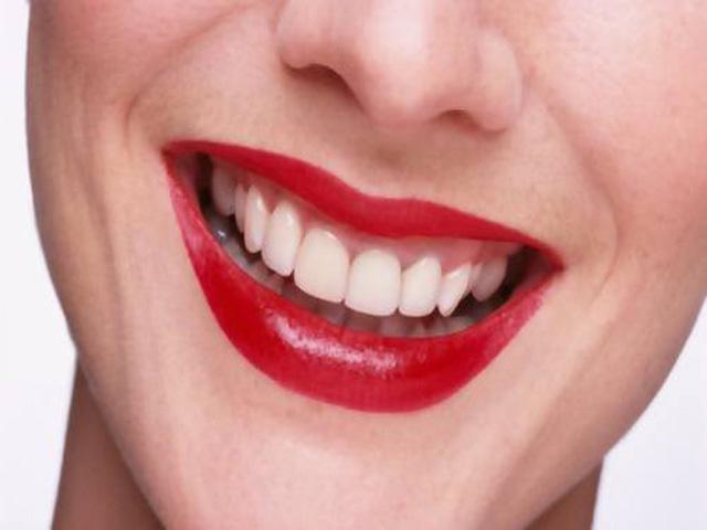 Pericolo sbiancamento denti con bicarbonato