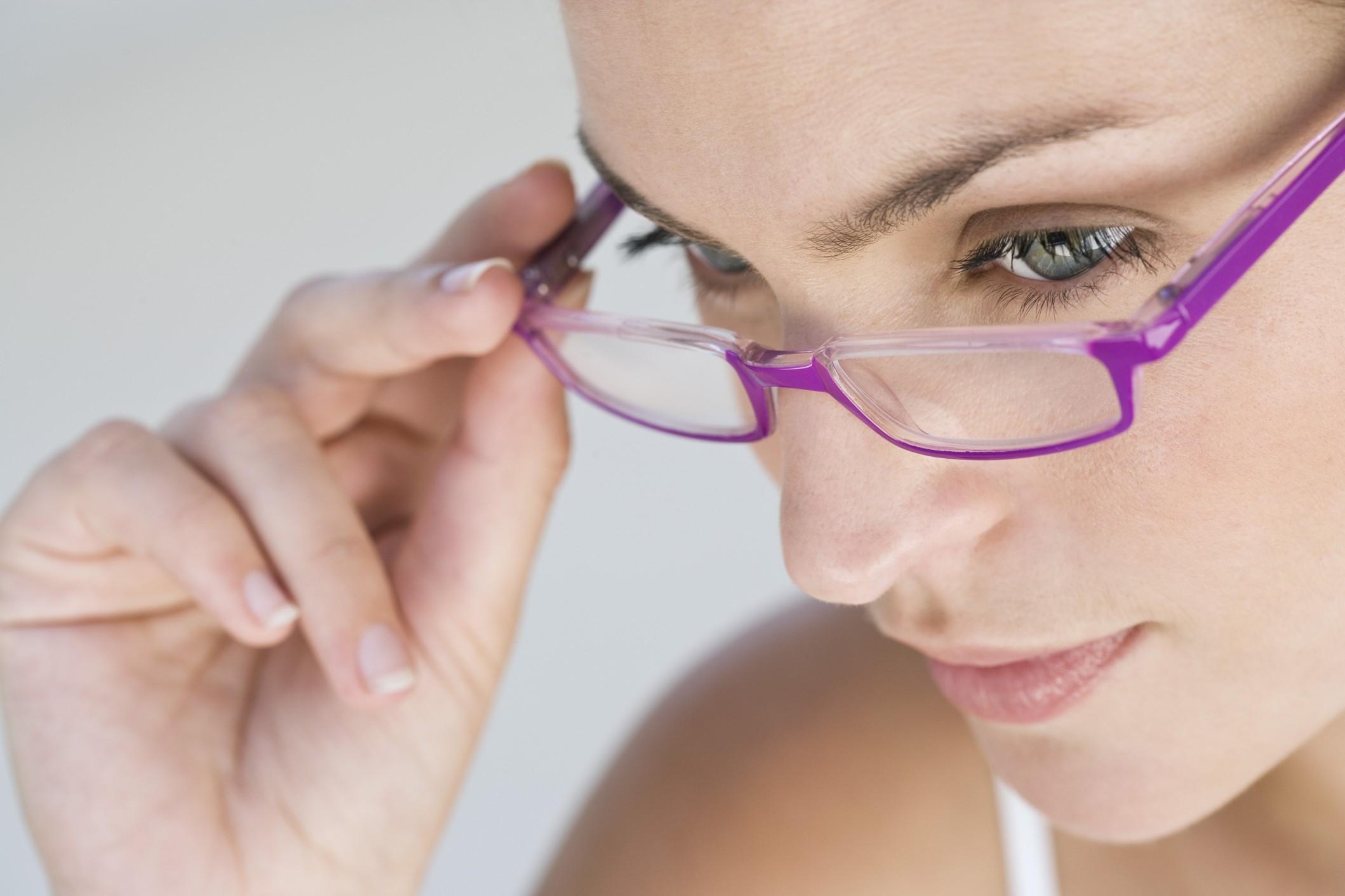 Occhiali da vista: come sceglierli in base al viso