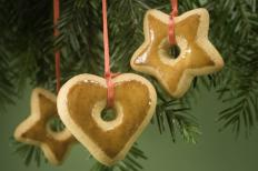 Decorazioni dell'albero di Natale con i biscotti