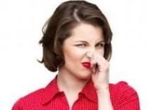 Come eliminare odore di muffa dai mobili
