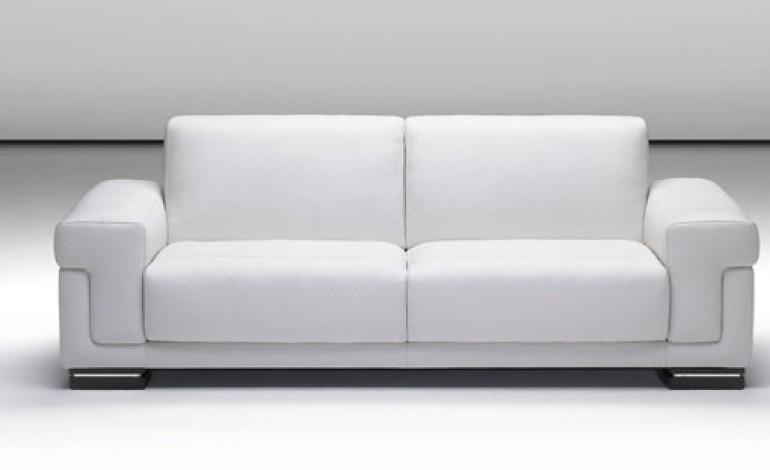 Come pulire il divano in pelle bianca donne magazine - Pulire divano in pelle ...