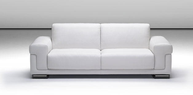 Come pulire il divano in pelle bianca donne magazine - Divano bianco in pelle ...