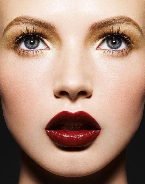 Colore rossetto per labbra carnose