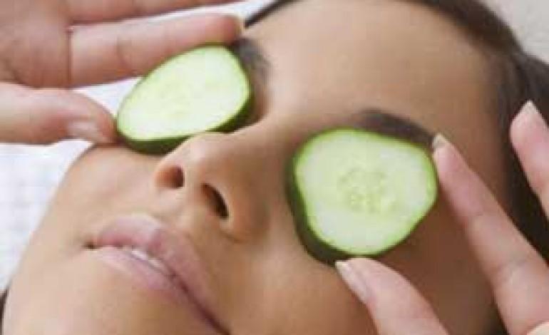 La maschera da olio di seme di lino che è utile per la persona