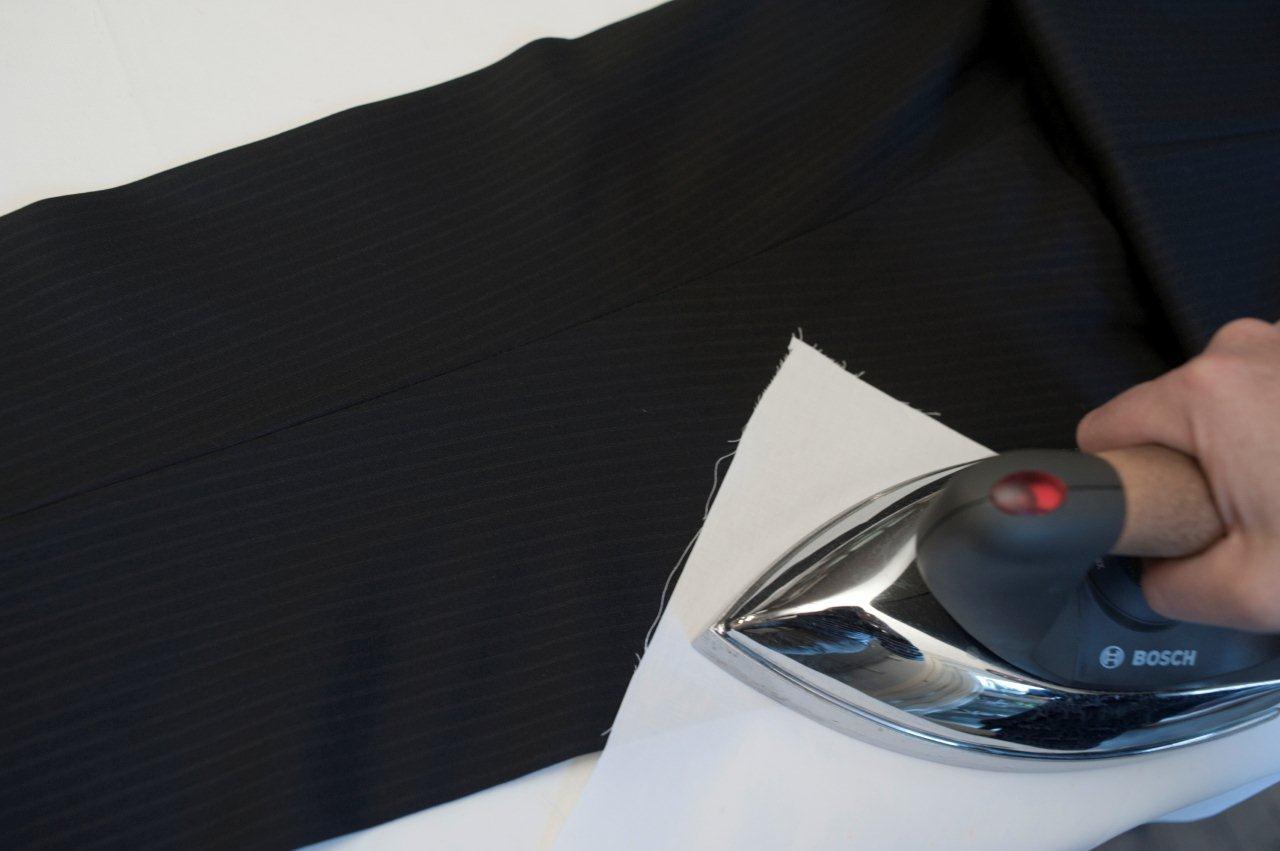 Come stirare pantaloni con piega