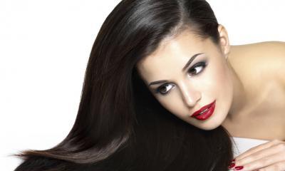 Come funziona trattamento lisciante con fissaggio per capelli crespi