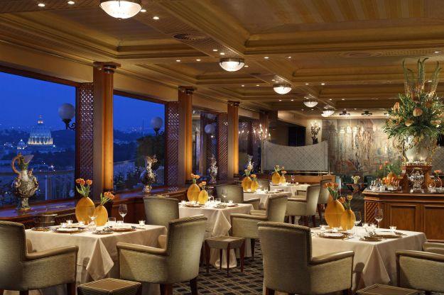 Cena romantica in ristorante di lusso
