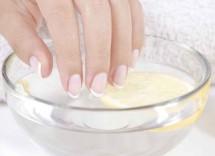 Impacco limone e olio per rinforzare unghie