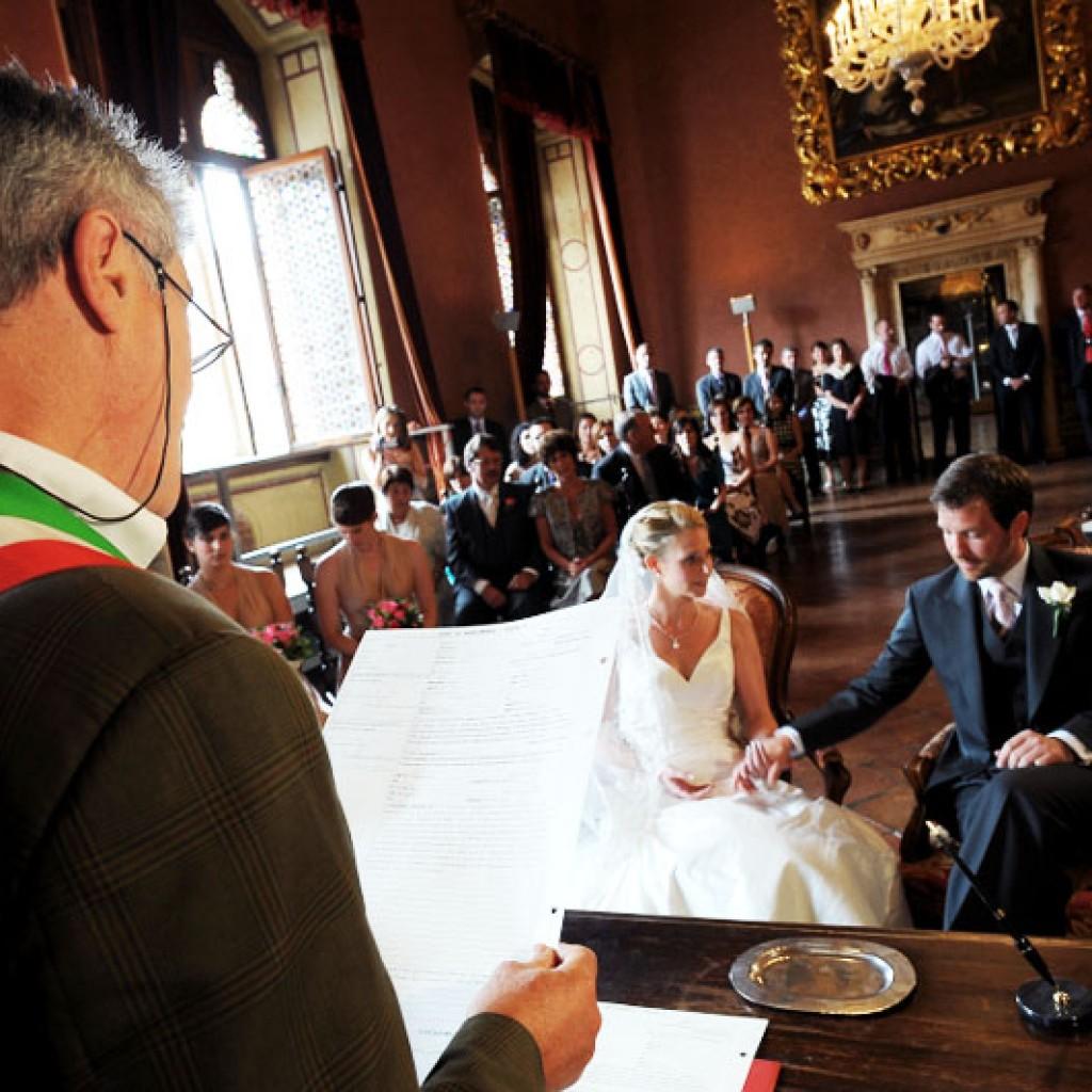 Galateo Matrimonio Invitati Uomo : Galateo sposa per matrimonio in comune donne magazine