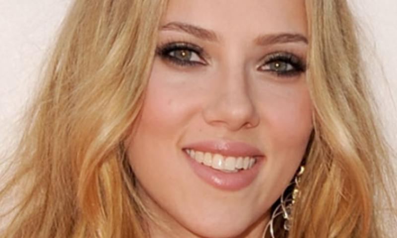 Tutorial trucco ombretto glitter Scarlett Johansson