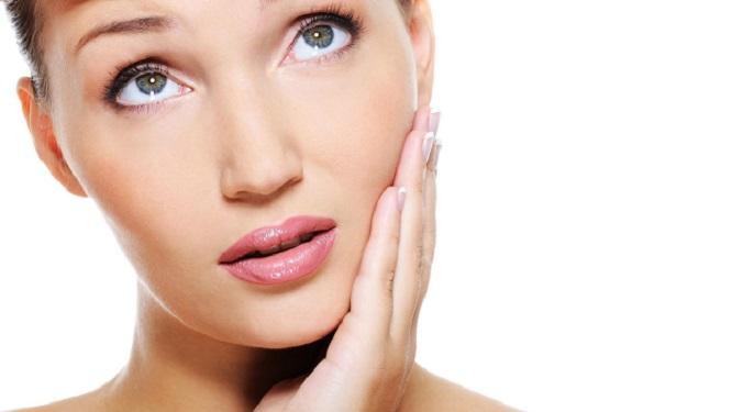 Esfoliare la pelle del viso scrub fai da te