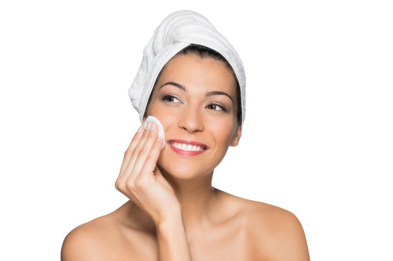 Come detergere in profondità viso contro agenti atmosferici