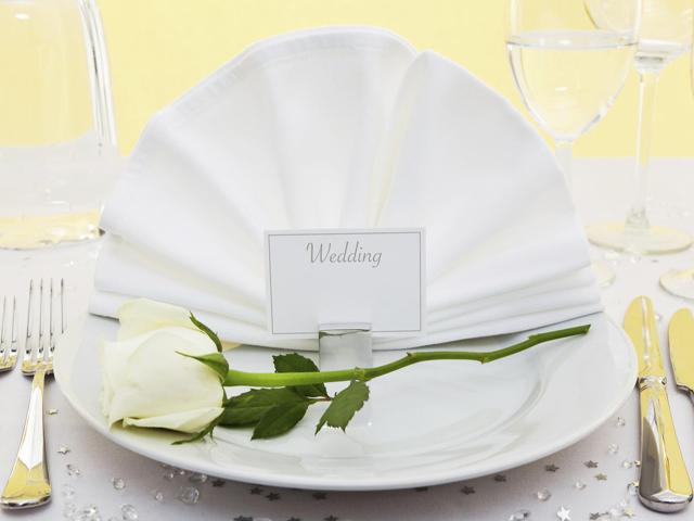Segnaposto romantici con fiori per decimo anniversario matrimonio