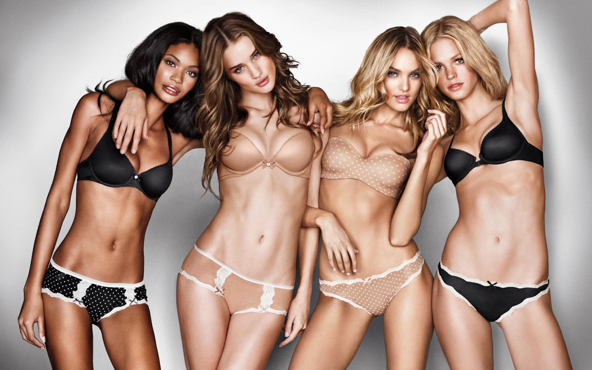 Modelli bikini estate 2015 Victoria's Secret