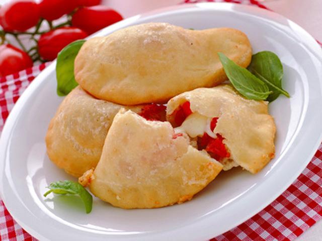 Ricetta dei panzerotti pugliesi pomodoro e mozzarella