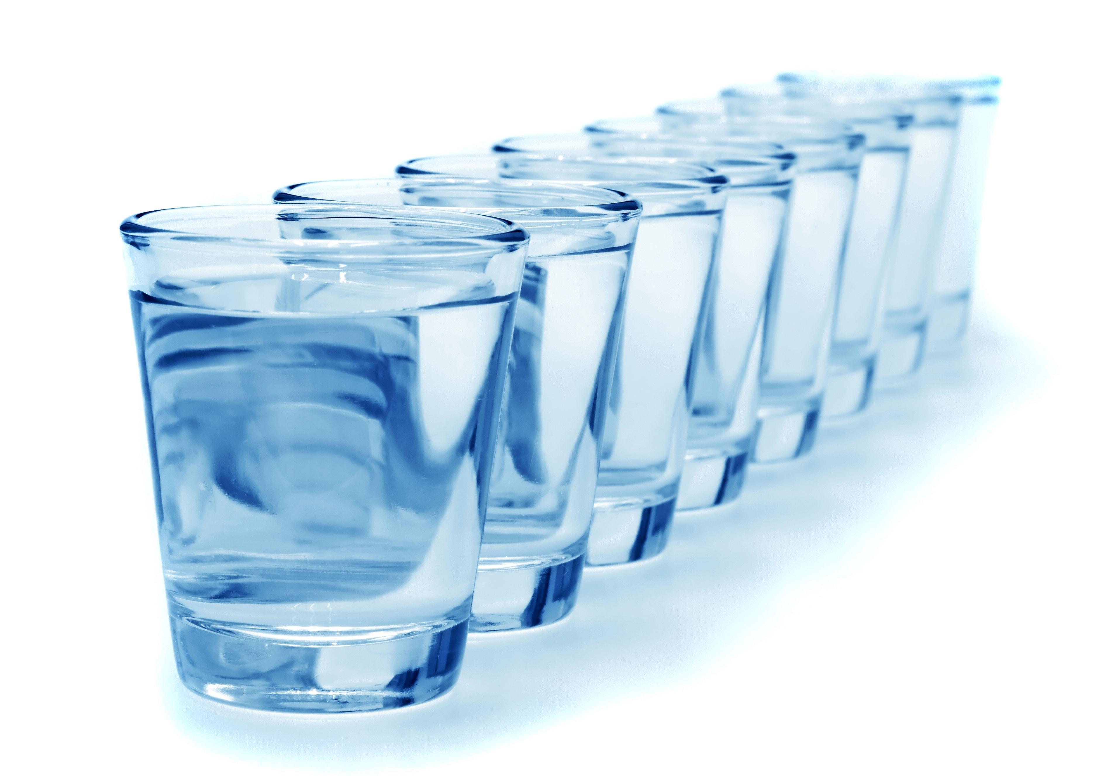 Formula per calcolare quanta acqua bere al giorno