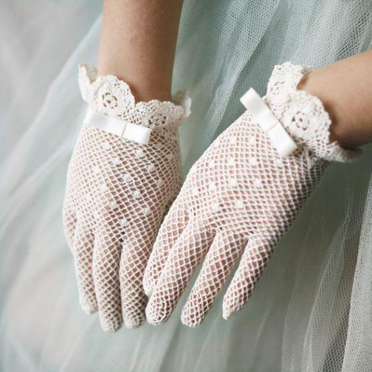 Come abbinare guanti da sposa all'abito