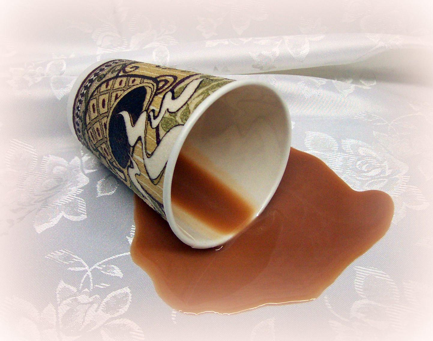 come pulire camicia di seta da macchia di caffè