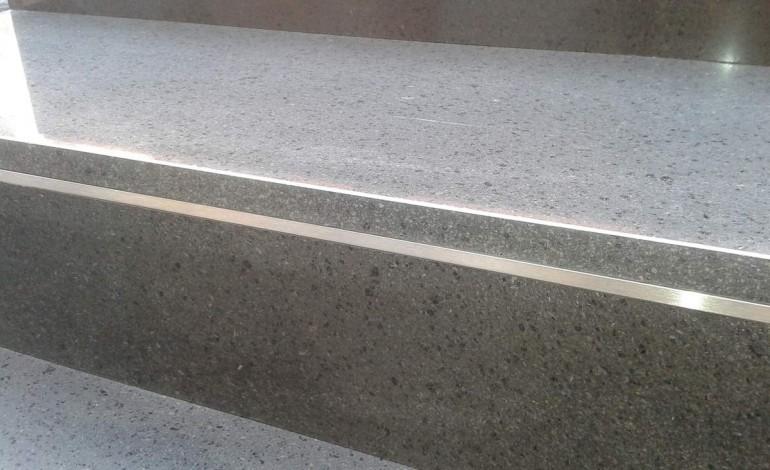 Come pulire scale in pietra semplice e comfort in una - Scale in pietra lavica ...