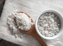 Benefici scrub al sale marino per il corpo