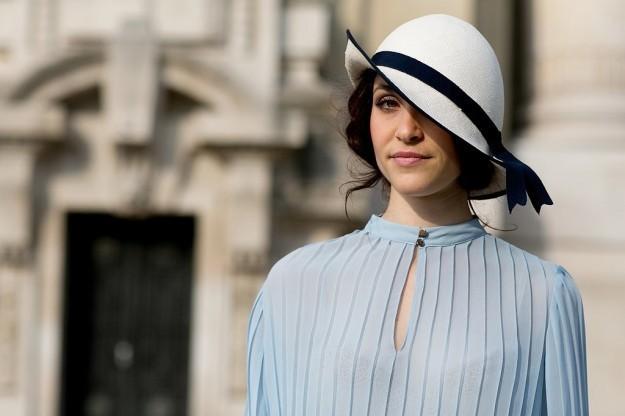 Come indossare un cappello da cerimonia