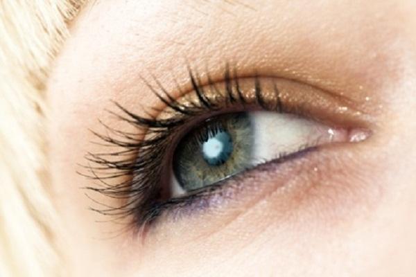 Contorno occhi per macchie scure