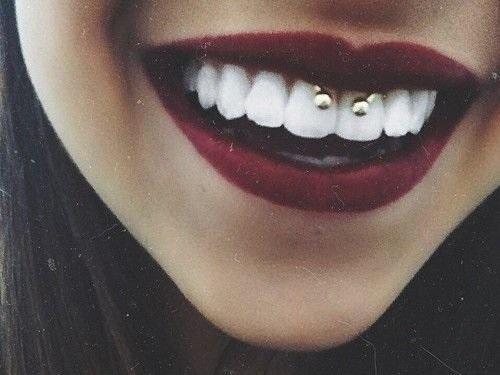 Smiley piercing e bacio, da fastidio?