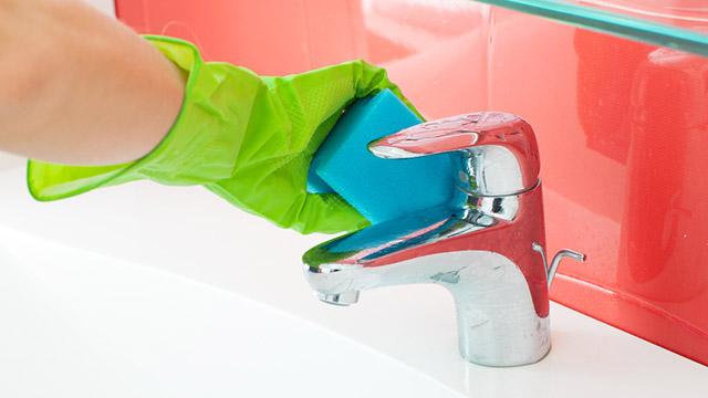 Come pulire il bagno con prodotti green - Prodotti pulizia bagno ...