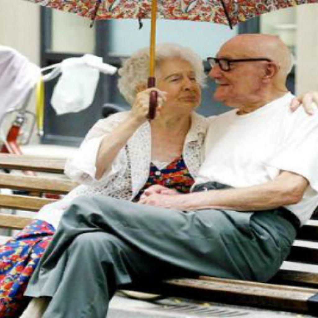 Auguri Anniversario Di Matrimonio Nonni.Idea Biglietto Auguri Divertente Anniversario Nonni