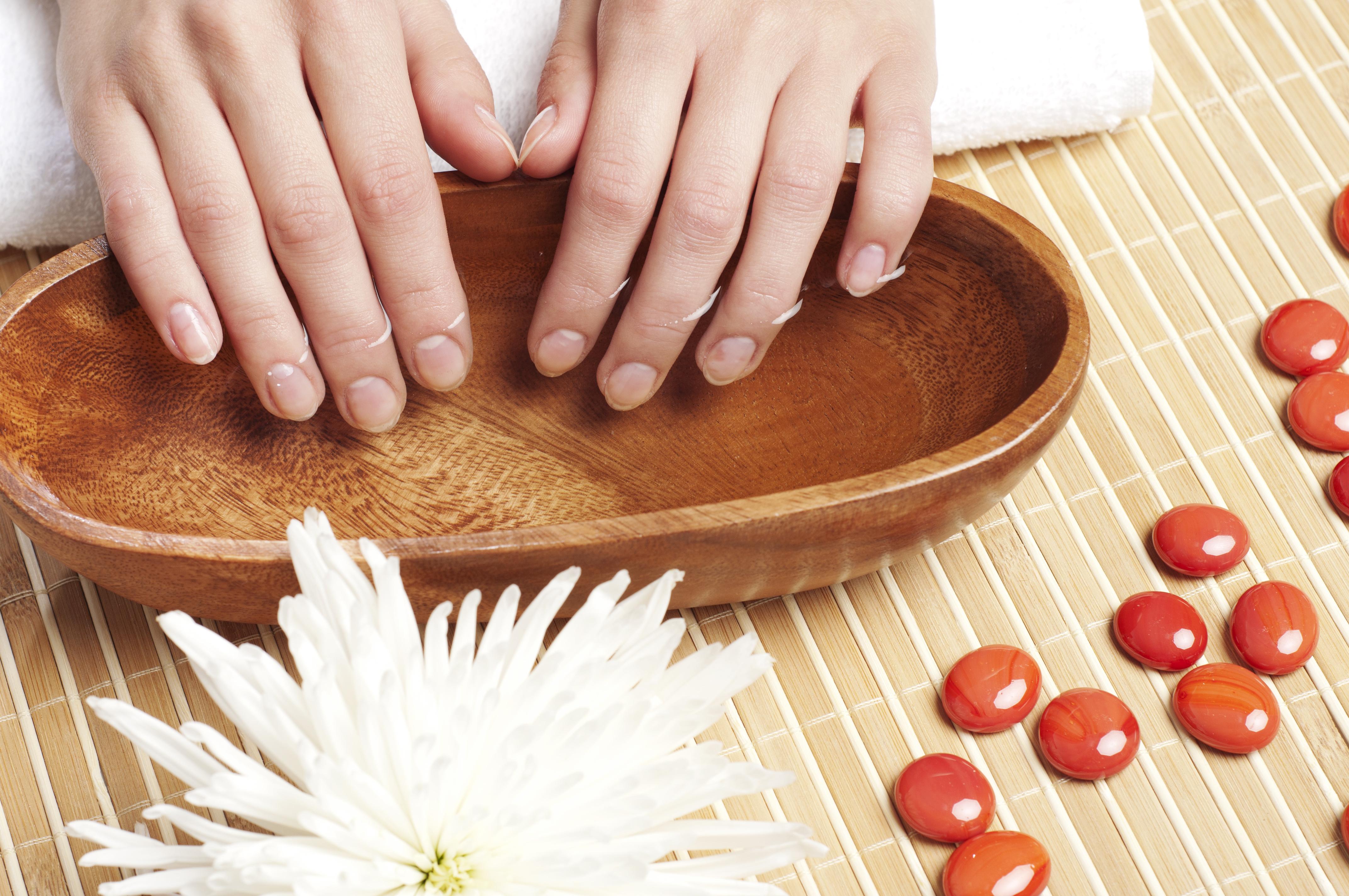 Olio d'oliva rimedio unghie rovinate fai da te