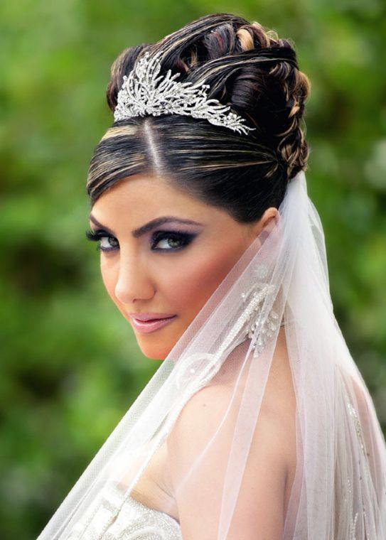 Acconciature sposa con coroncine