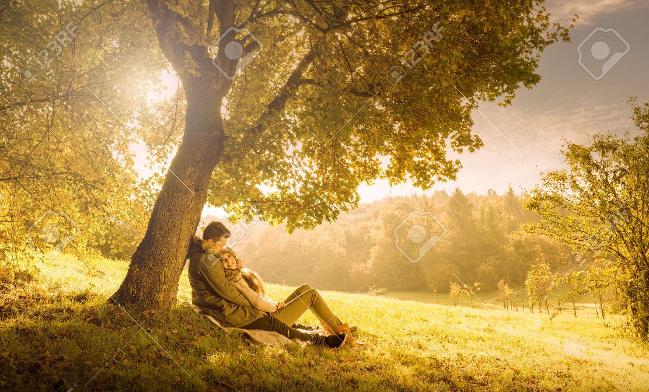 10 cose romantiche da fare con il partner in autunno