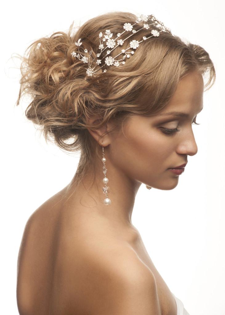 Acconciature sposa con capelli medi