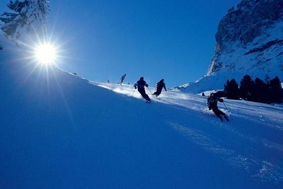 Quattro acconciature capelli per sciare