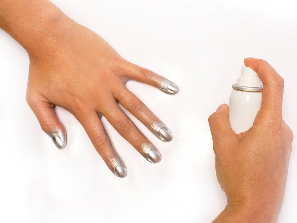 Che cos'è smalto spray per unghie