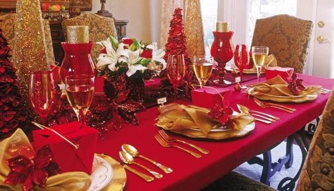 Come apparecchiare tavola di Natale chic