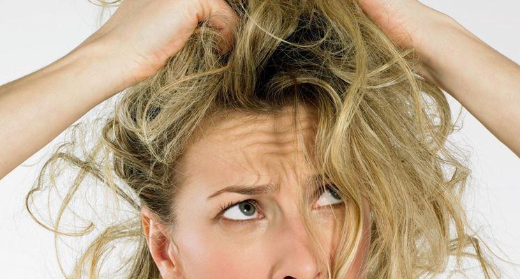 Come trattare capelli grassi e sottili